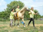 A váltóversenyt a gyerekek, lovak, segítők egyaránt élvezték